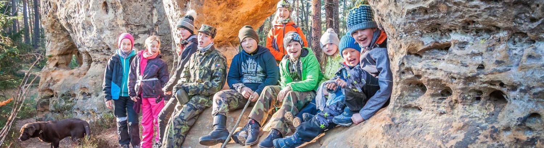 Děti ve skalách