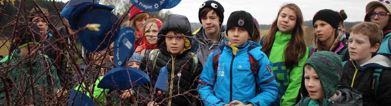 Děti na výletě v přírodě